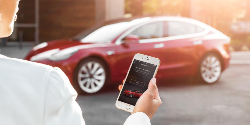 La Tesla Model 3 s'ouvrira avec un smartphone ou une carte !