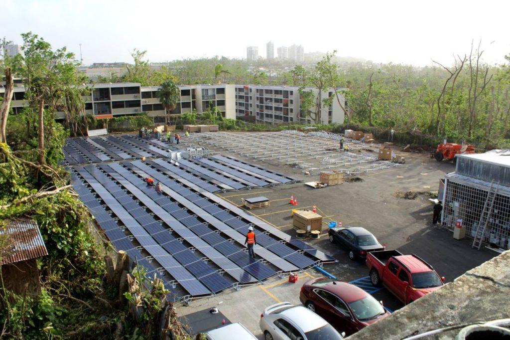 Photos d'une installation électrique Tesla à Porto Rico