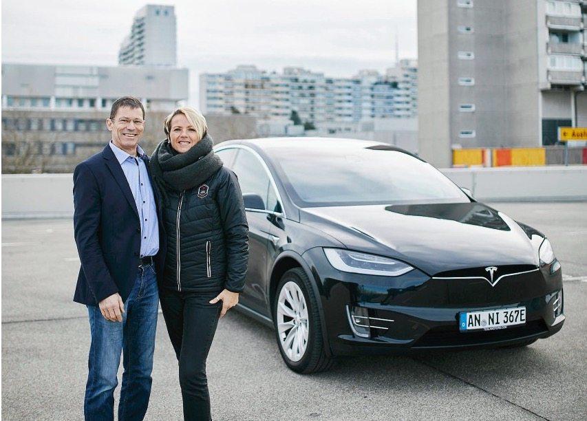 Mercedes-Daimler loue et désosse un Tesla Model X