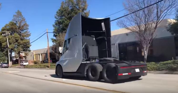 Le Tesla Semi à nouveau aperçu dans la rue