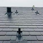 Les tuiles solaires Tesla installées sur le toit d'une maison de San José, USA