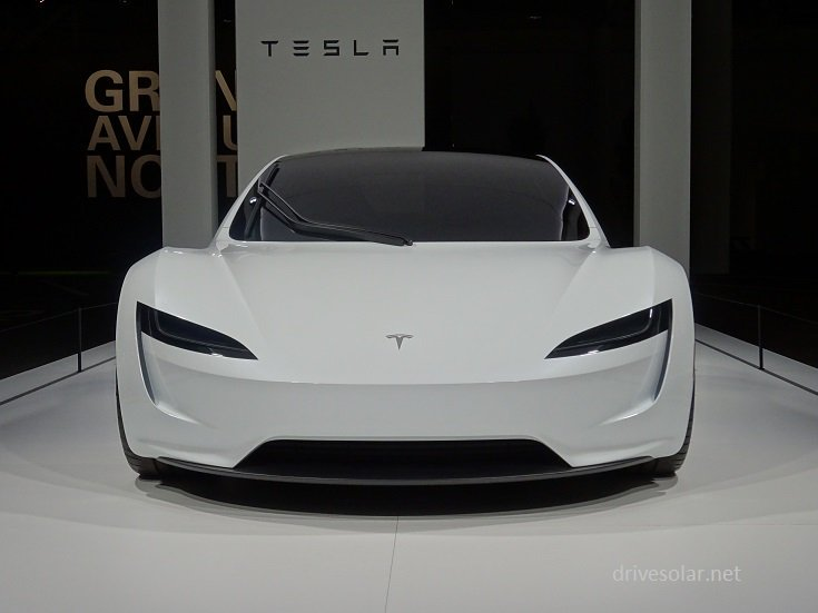 La Tesla Roadster se montre au Grand Bâle
